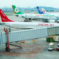MOTC mulls limiting access to jet bridges for airlines designating Taiwan as part of China