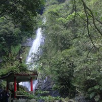 Two U.S. tourists injured by falling rocks at Taiwan waterfall