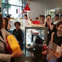 85C Bakery Café kowtows to Chinese bullying, reaffirms 1992 consensus, after Tsai signs pillow