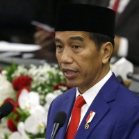 印尼警察用大蛇審問嫌犯 遭網友砲轟後道歉