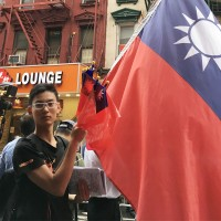 Chinese man flies Taiwan flag to protest China's authoritarianism outside migrant assoc. in NYC