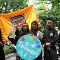 印尼移工歌舞遊街慶國慶 東南亞風籠罩台博館