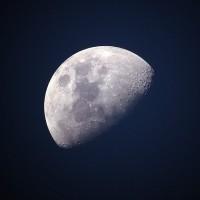 NASA:月球兩極疑似有水冰