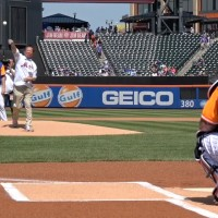 Taiwan Nobel laureate throws first pitch at New York Mets game
