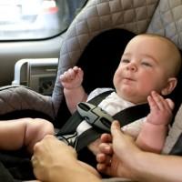 兒童汽座面向車尾 美專家建議應坐到4歲