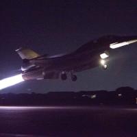 F-16熱焰彈照亮黑夜 迎接亞運選手凱旋歸國