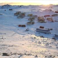 遠的要命南極小鎮 入住前請先「割盲腸」!