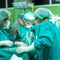 南韓醫生太忙叫器材業務員代為開刀 患者腦死