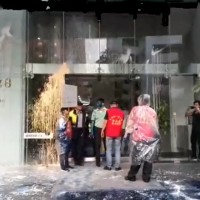 Video shows pro-China protesters dump paint on Japan's de facto embassy in Taipei after comfort woman kick