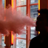 電子菸在青少年間氾濫成災 美FDA擬禁繽紛口味