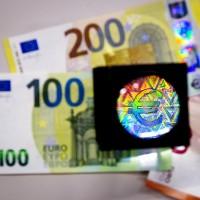歐元改版最後一哩路 100及200歐元新鈔亮相