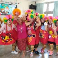 新住民扮小丑逗笑長者 盼傳遞溫情造福社會