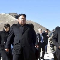 文在寅這個動作嚇傻北韓2000萬民眾