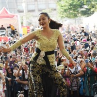 Indonesian singer Siti Badriah enchants large crowd of compatriots at culture festival in New Taipei