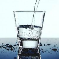 研究:多喝水有助女性預防尿道感染