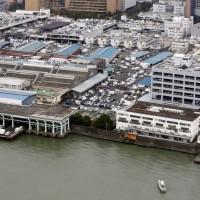 質疑豐洲市場安全性 多名業者強行返回築地市場