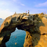 Woman tumbles 2 stories into ocean from Taiwan's Elephant Trunk Rock