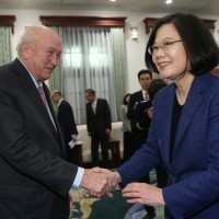 Taiwan President discusses transitional justice with former South African leader