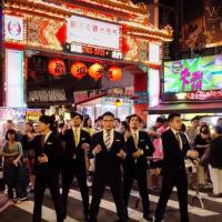 黑西裝、機械舞、嚴肅臉!日熟男團《世界秩序》來台拍攝最新MV