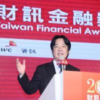 賴揆盼台灣產業轉型升級 促金融業挹注活水