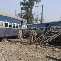在軌道上看煙火遭火車撞 印度傳超過50人死亡