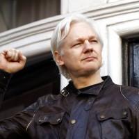 《維基解密》創辦人:不引渡我回美國 就配合投案