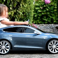 Kid-sized Tesla Model S to tour Taiwan
