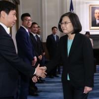 President Tsai receives winners of outstanding Taiwan youth award