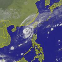 玉兔颱風逐漸靠近臺灣 東半部發佈大雨特報