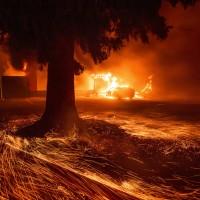 加州又爆森林大火 15萬人撤離
