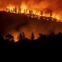 加州野火燒不盡 景象猶如末日