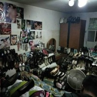 Chen's room filled with shoes. (Photo from Keelung Police Department)