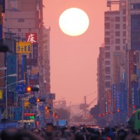 Photo of the Day: Crowds wowed by Kaohsiung's 'Manhattanhenge'