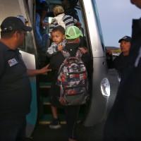 中美移民集團頭陣抵美墨邊境