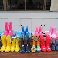 3款兒童雨鞋塑化劑超標逾370倍 日本大牌在列
