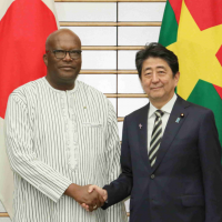 日本出招拒絕一帶一路債務陷阱 安倍:無償提供布吉納法索5億日圓協助