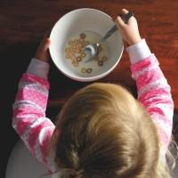 長庚研究 一歲前嘗試多種副食品 可降低過敏體質機率