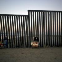 美國邊防人員用催淚瓦斯對付中美移民集團 高層:一切行為妥當!