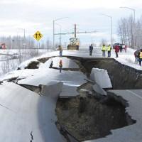 阿拉斯加發生芮氏規模7大地震 餘震每小時超過10次