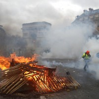 巴黎抗議持續升溫 埃菲爾鐵塔8日暫停營運