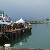 快訊!宜蘭烏石港漁船半沉斷2截 疑有船員受困