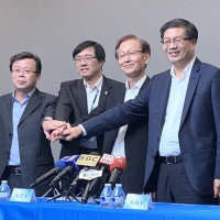 ASUS CEO Jerry Shen (first right) leaves, to be succeeded by Samson Hu (first left) and Hsu Hsien-yueh (second left), says Chairman Jonney Shih (second right).