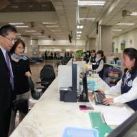 徐國勇訪移民署穩定軍心 為同仁打氣展親和力