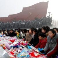 金正日逝世7周年 金正恩參謁太陽宮、北韓民眾參拜紀念碑