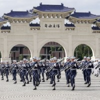 Commission urges end to honor guards at Chiang Kai-shek Memorial in Taipei