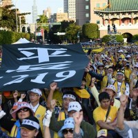 10,000 Taiwanese 'yellow vests' march in Taipei for tax reforms