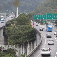 連假首日多個路段時速不到40 高速公路收費優惠看這裡