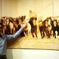 中國新住民巧手化朽木為藝術 屏東美術館展出