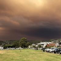 野火濃煙衝雲霄 澳洲出現「末日景象」