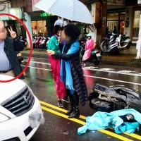 Foreign driver flashes V sign, wife goes ballistic after car accident in northern Taiwan